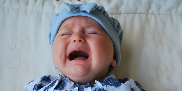 What It's Really Like To Deal With Newborn Colic (And Tips To Cope)