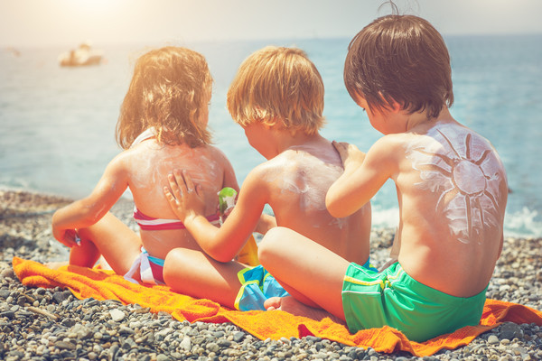 Your Guide to Safe, Nontoxic Sunscreen for Your Family